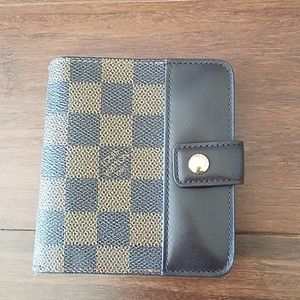 Louis Vuitton New With tags compact Damier wallet